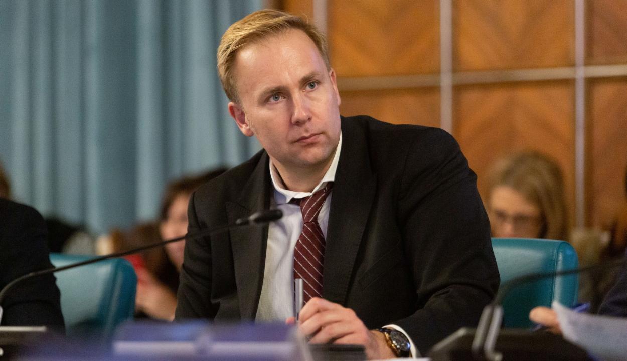 Miniszter: jó és stabil a koronavírussal fertőzött román állampolgár állapota