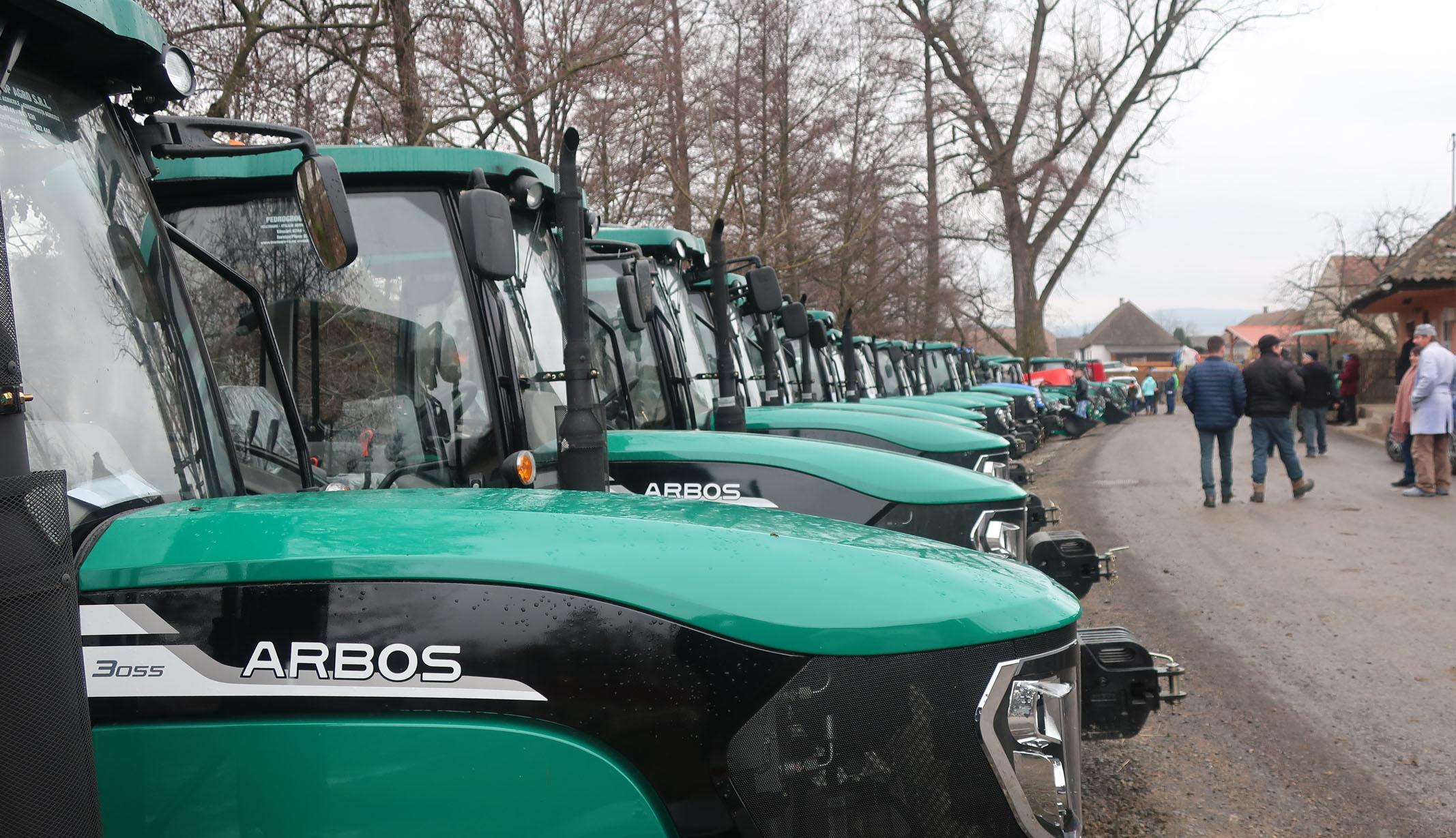 Megérkeztek a traktorok