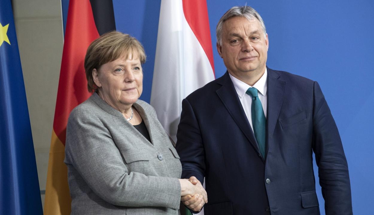 Merkel: közös úton jár Németország és Magyarország