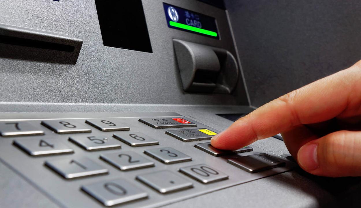 FRISSÍTVE: Bankautomatát robbantottak Uzonban