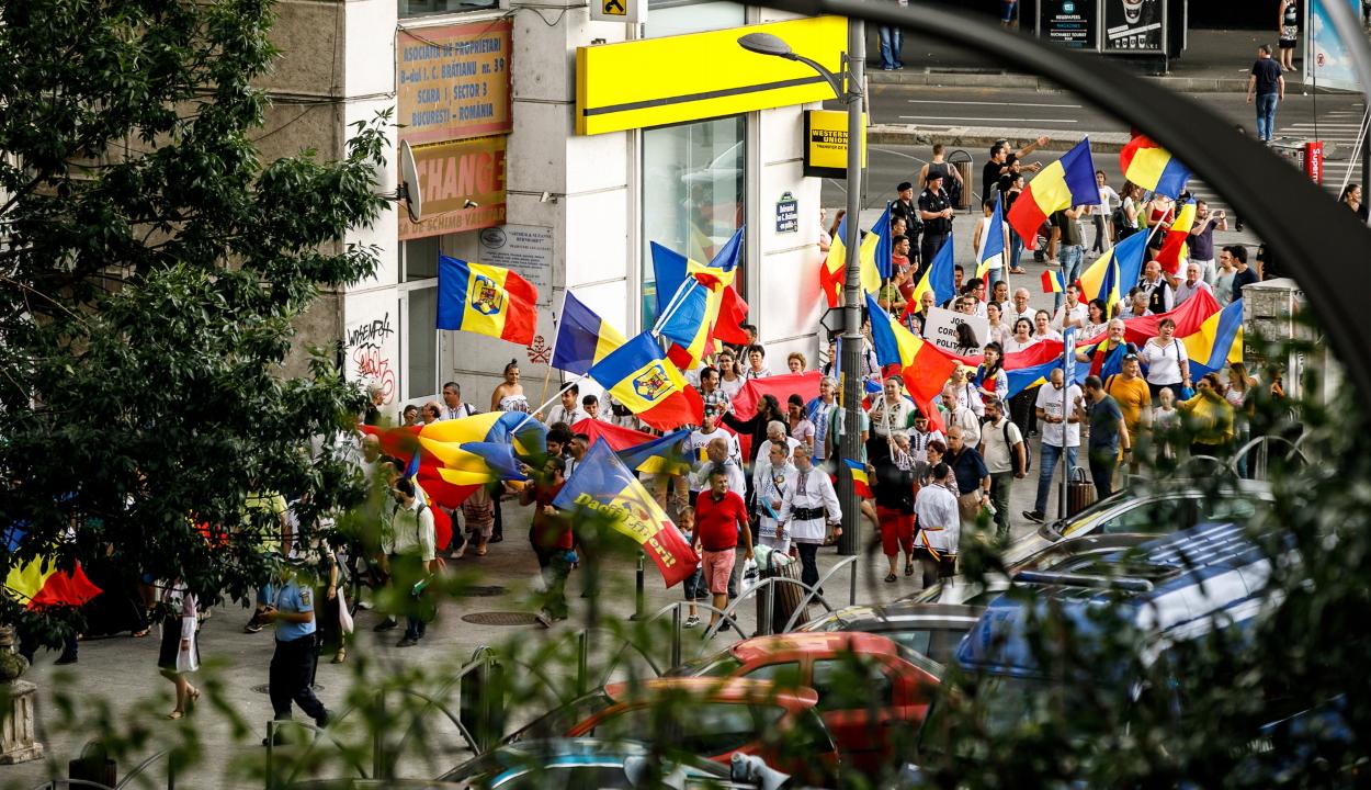 A magyar nyelvi jogok ellen tüntettek székelyföldi román szervezetek Bukarestben