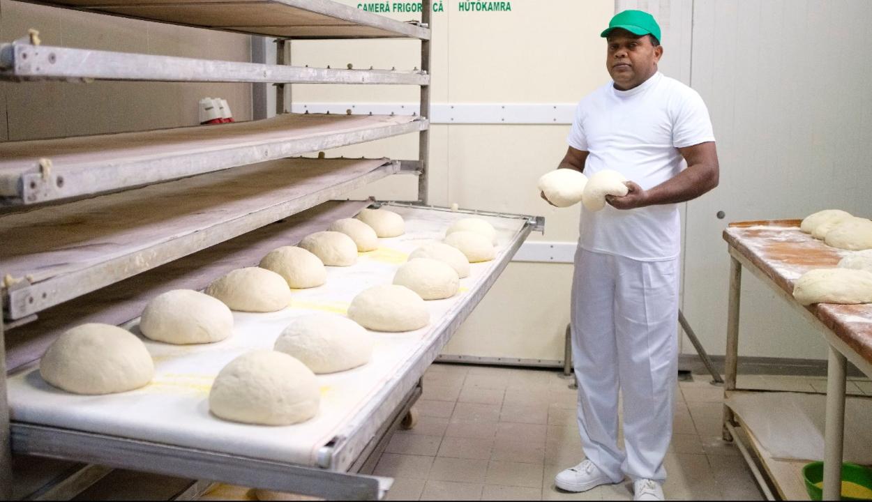 Ditró: kibékült a Srí Lanka-i munkavállalókat alkalmazó pékség a tiltakozókkal