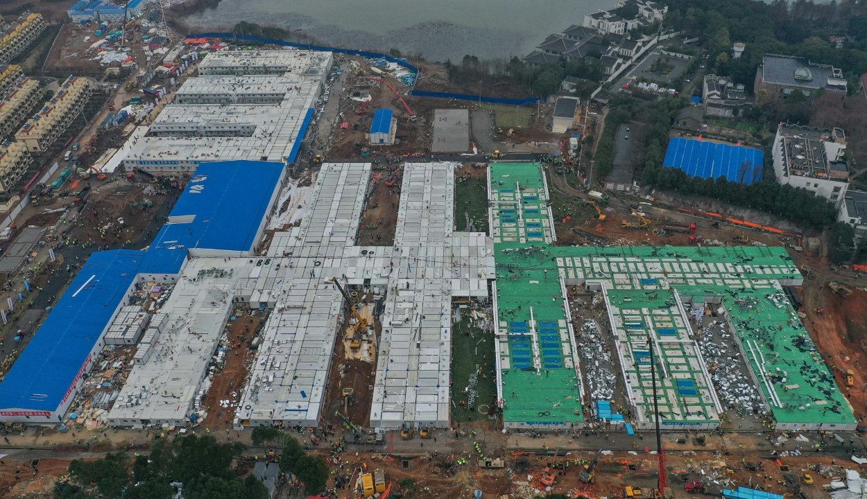 Tíz nap alatt épült fel az első 1000 férőhelyes szükségkórház a kínai Vuhanban