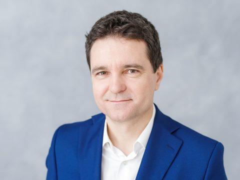 Nicuşor Dan független polgármesterjelöltet támogatja Bukarestben a PNL