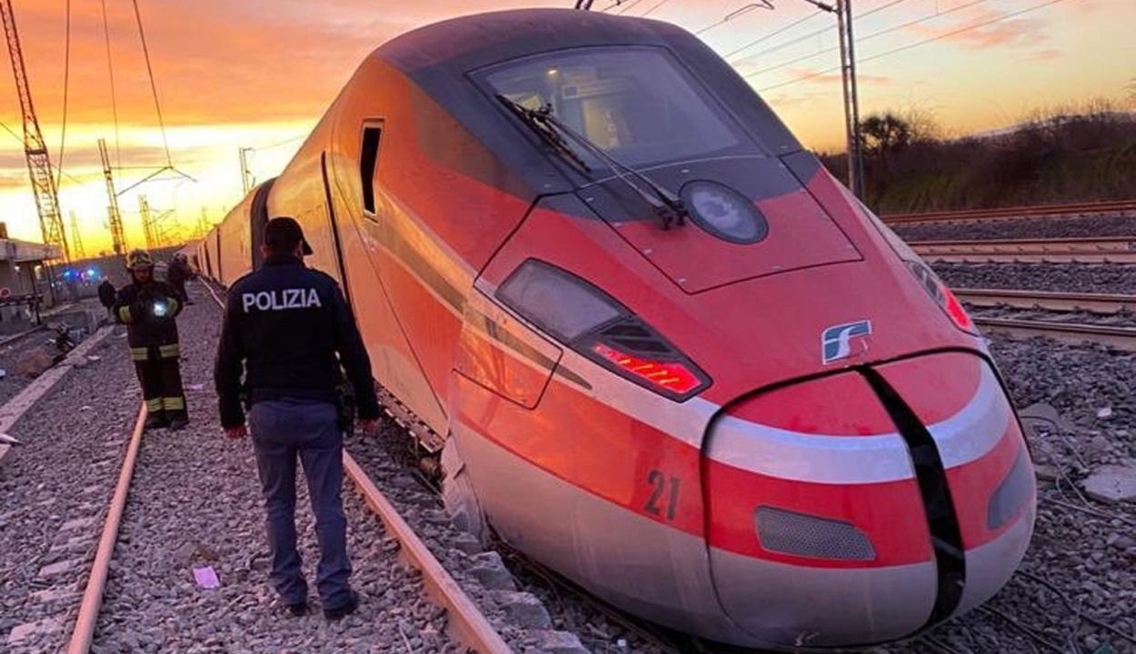 Kisiklott egy vonat Milánónál, ketten meghaltak