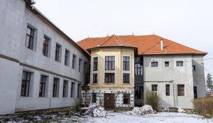 Zajlik a Comenius-iskola hőszigetelése