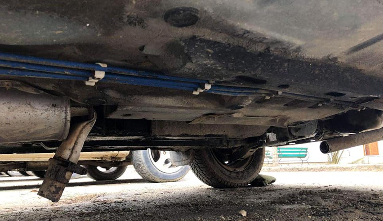 Felborított, megrongált autók?