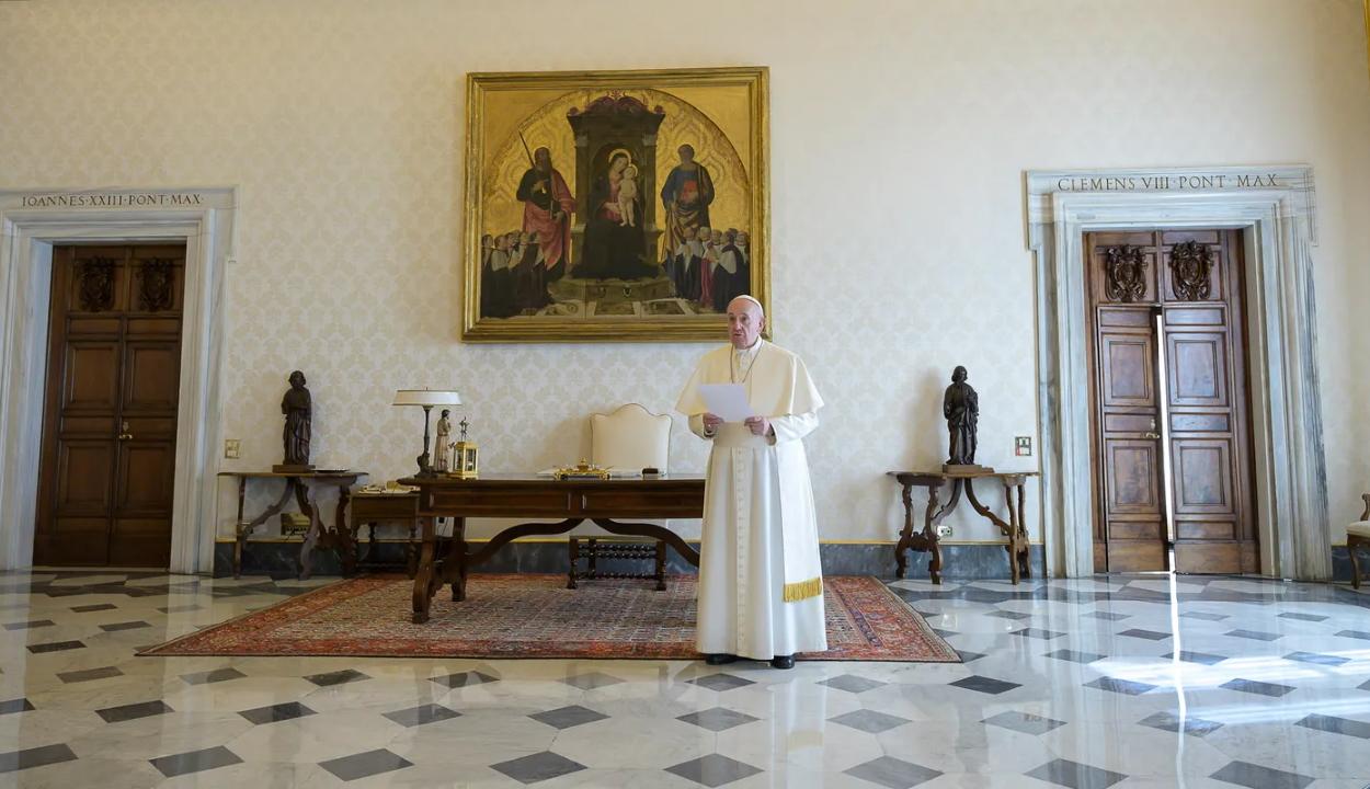 Ferenc pápa egyik közeli munkatársa is megbetegedett