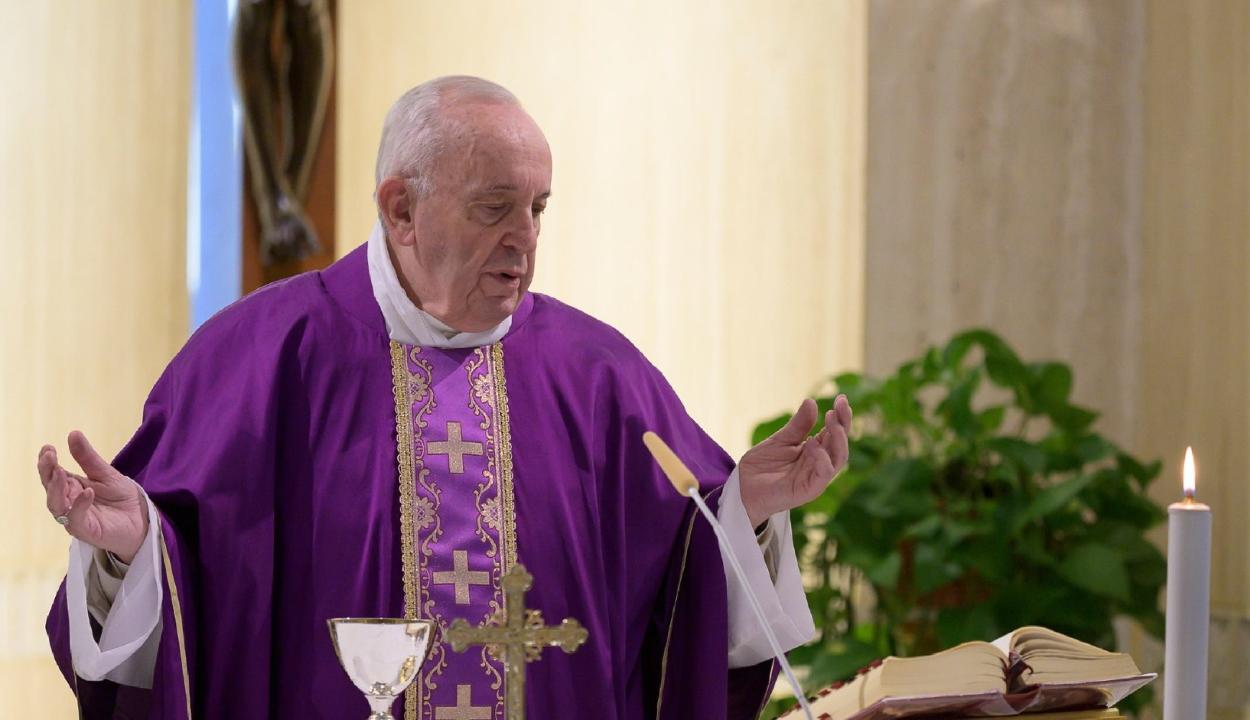 Ismét fájdalmai vannak Ferenc pápának