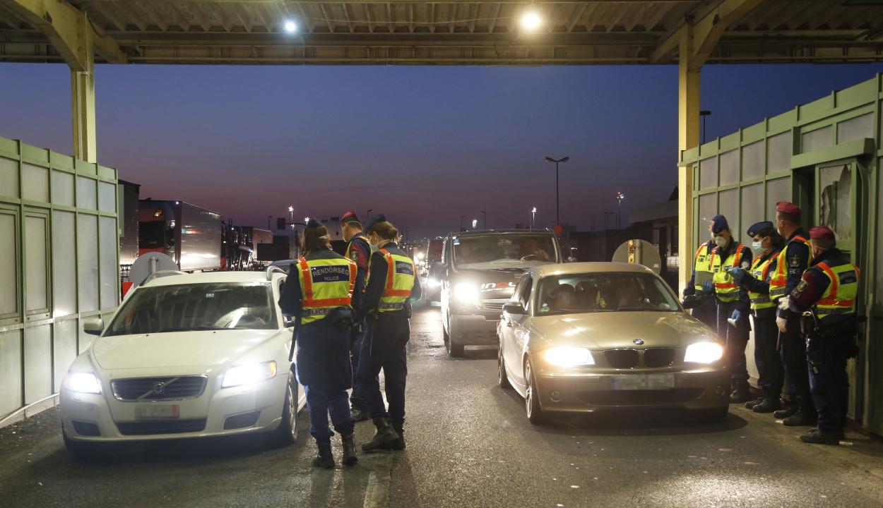 Humanitárius folyosó nyílt a Magyarországon átutazóknak