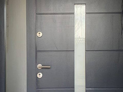Stílusos, egyedi és biztonságos bejárati ajtó