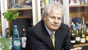Jean Valvis üzletember szerint Románia arculateleme a borvíz lehetne – ő az Aqua carpatica borvizet 14 országba exportálja, 75 millió euró értékben. Ennyi bevétellel Bibarcfalván még a járda is márványból lehetne