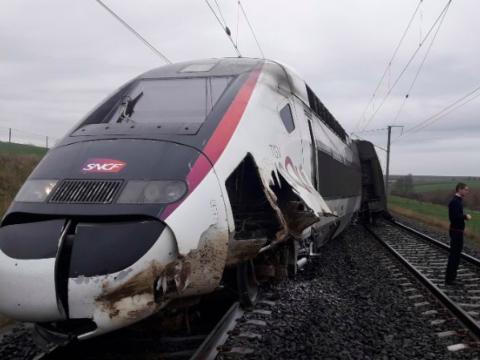 Kisiklott egy expresszvonat Franciaországban