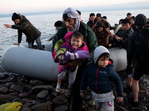 Menekülthullám esetén Románia 25 tonnás segélyszállítmányt küld Görögországba