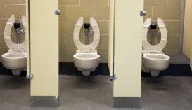 Nyilvános WC-t nyalogatott egy fiú, megfertőződött koronavírussal