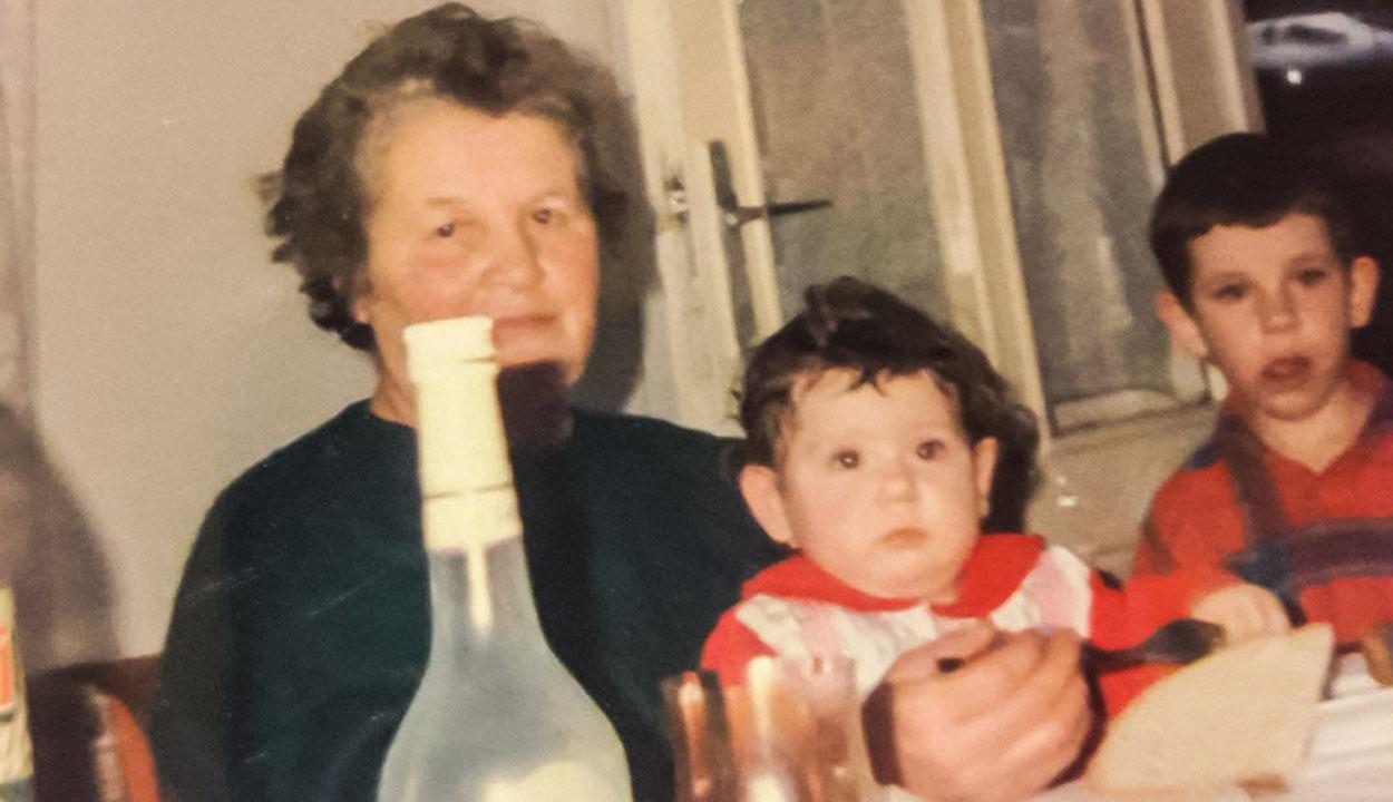 Nagymamám piros fonala