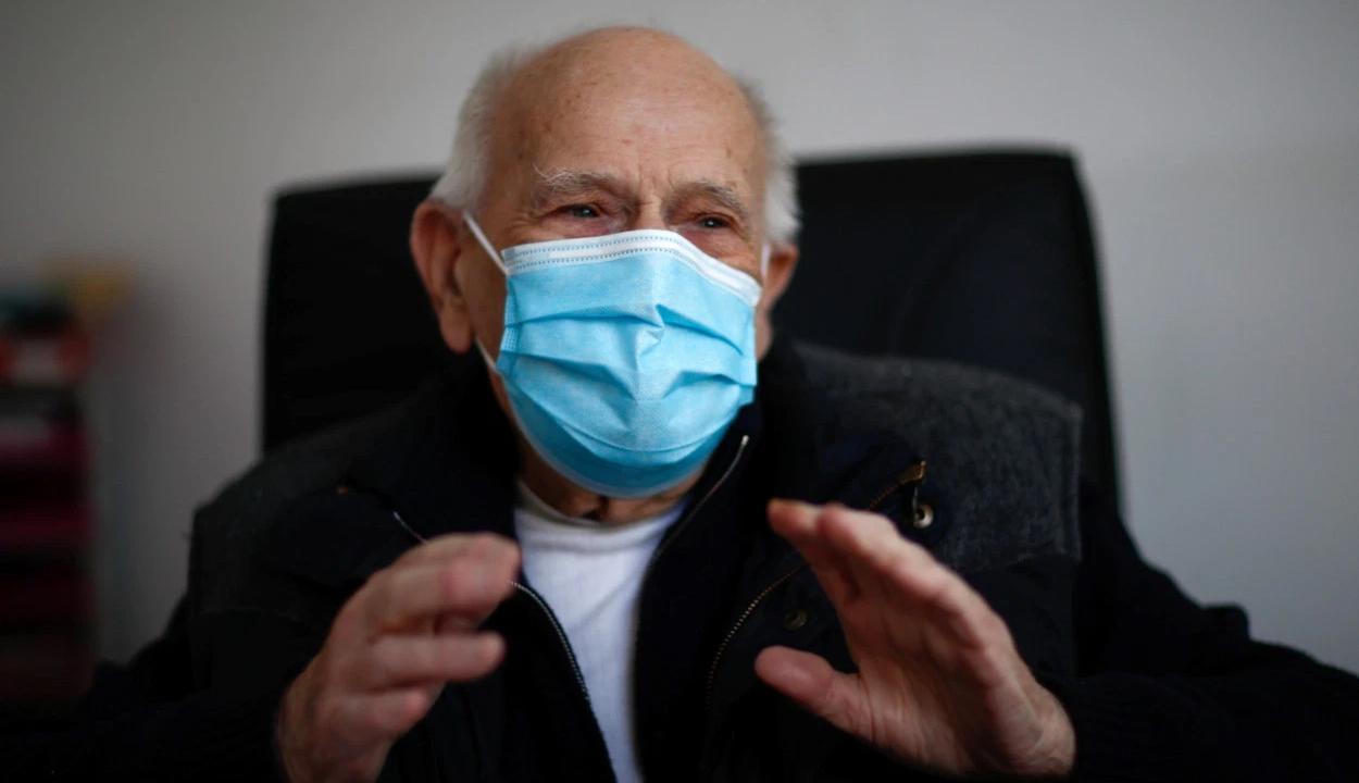 A koronavírus-járvány ellenére 98 évesen is dolgozik egy francia orvos