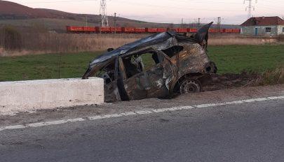 Égő autóból mentették ki a házaspárt