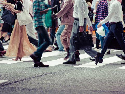 Orban: legfeljebb három fős csoportokban járhatnak az emberek az utcán május 15-e után
