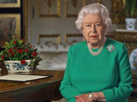 II. Erzsébet királynő: együttes erővel és elszántsággal legyőzzük a járványt