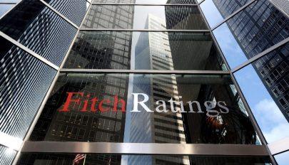 Negatívra rontotta a román államadós-osztályzat kilátását a Fitch Ratings