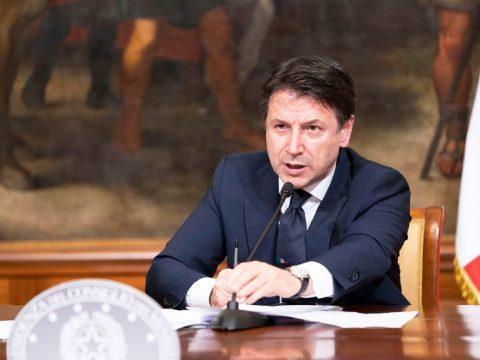 Az olasz miniszterelnök bemutatta országa újraindulásának forgatókönyvét