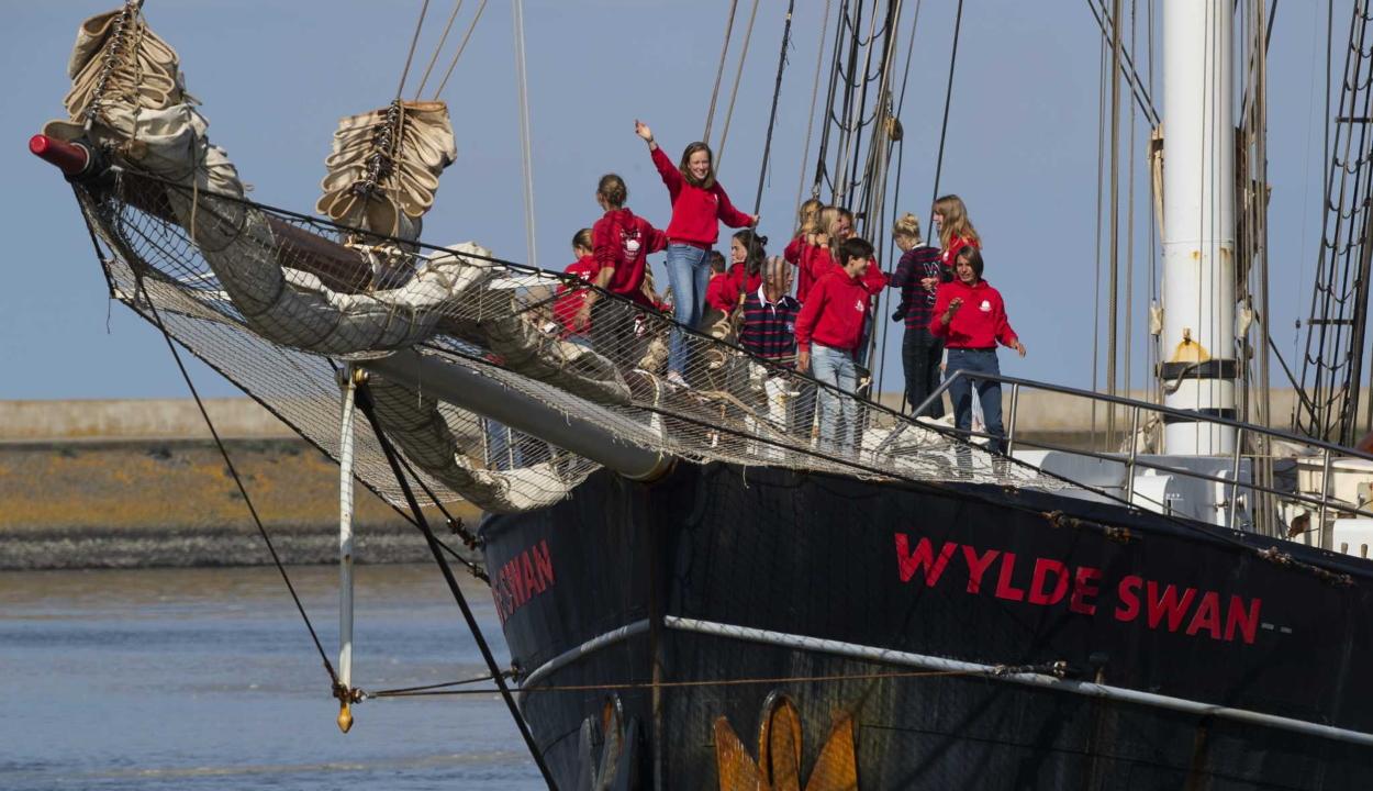 Repülő helyett vitorláshajón keltek át az Atlanti-óceánon holland diákok