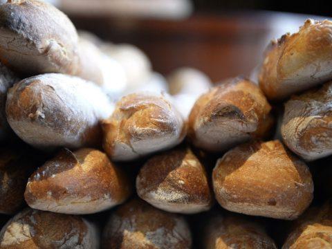 """Megbüntettek egy brit férfit, miután 400 kilométert utazott, hogy """"kenyeret vegyen"""""""