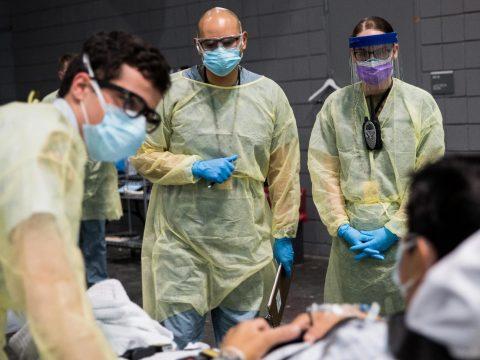 Több mint 200 romániai vendégmunkás fertőződött meg koronavírussal egy németországi vágóhídon