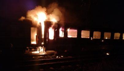 Szénné égett holttestre bukkantak a tűzoltók egy leégett vagonban Brassó megyében