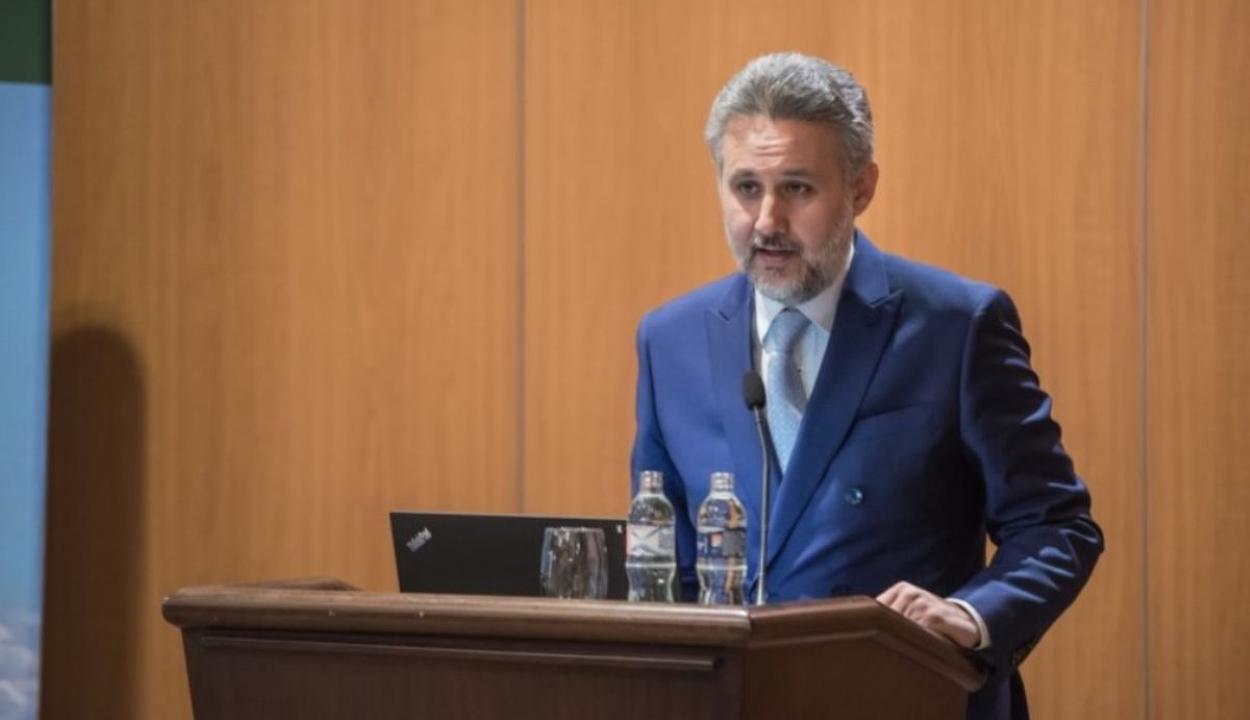 Visszahívta az államfő Románia budapesti és még tizenegy más országbeli nagykövetét