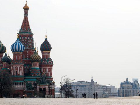 Moszkvában mobil-alkalmazás figyeli majd a fertőzöttek mozgását, az utcára lépéshez QR-kód kell