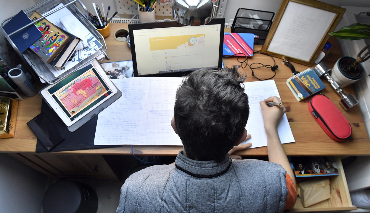 A megye nyolc oktatási intézménye digitális munkarendre tér át hétfőtől