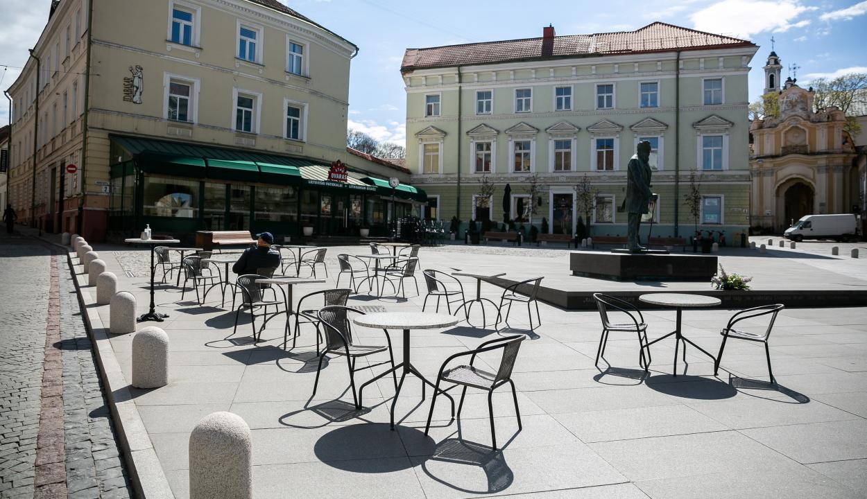 Hatalmas szabadtéri kávézóvá alakítják a litván fővárost