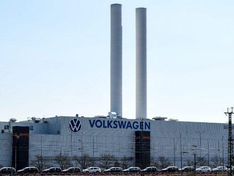 Fokozatosan újraindítja a termelést a Volkswagen