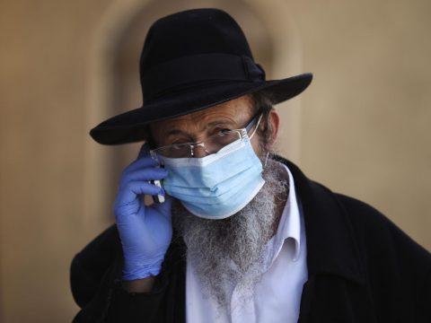 Szakállas férfiak számára készítenek maszkokat