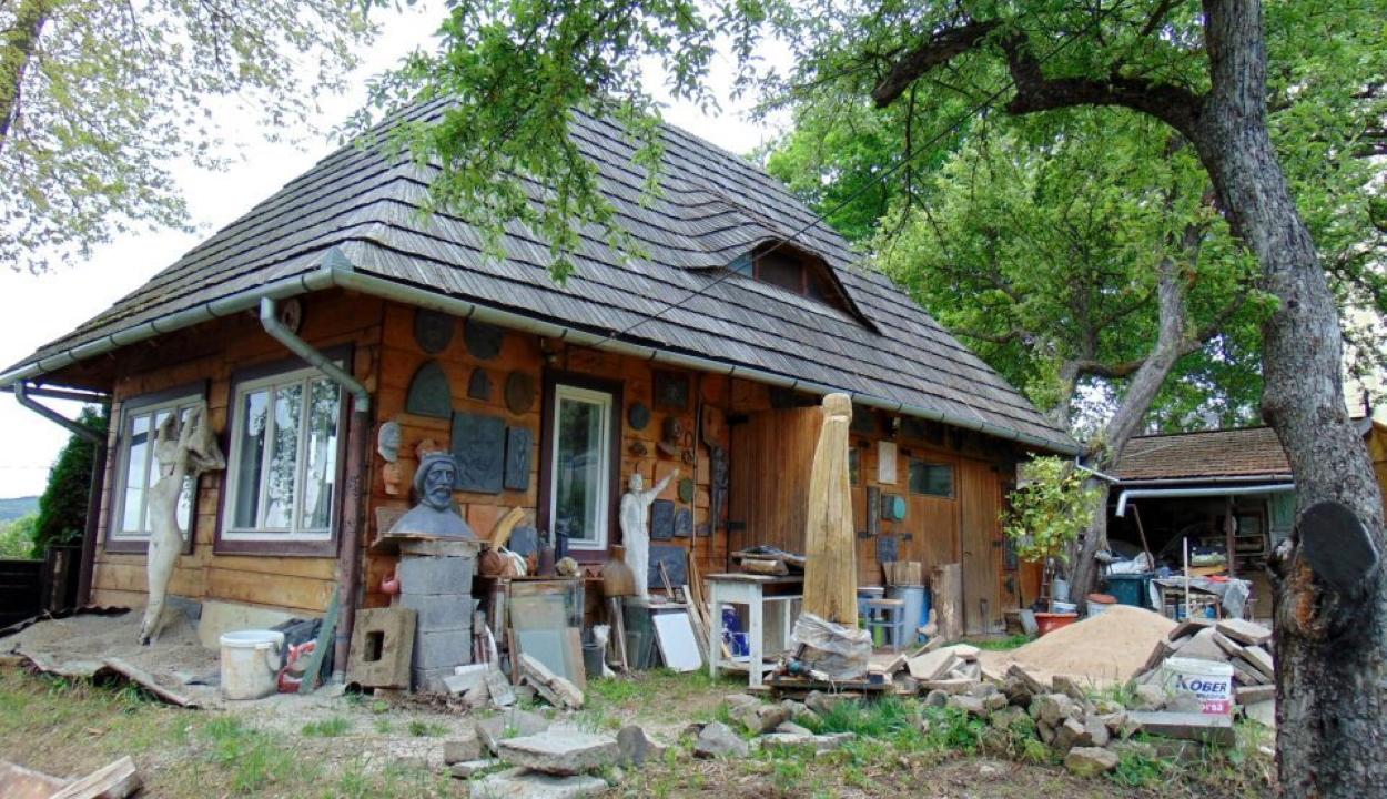 Petrovits István szobrászművész ma 75 éves