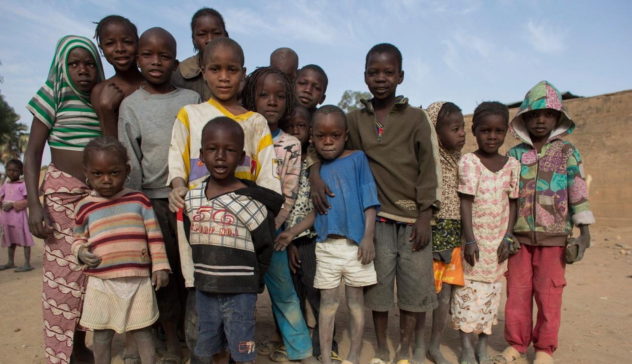 Tizenkilencmillió gyermek élt földönfutóként az erőszak miatt tavaly