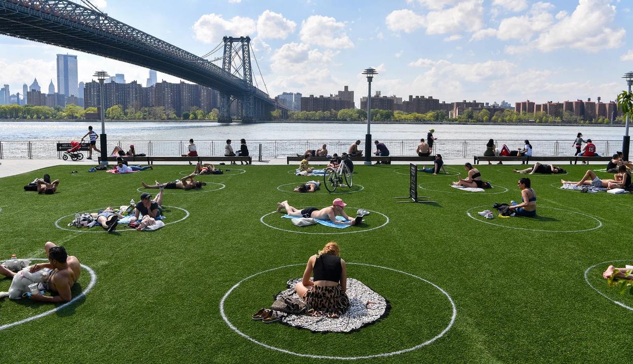 """""""Parkolóhelyeket"""" alakítottak ki az embereknek egy New York-i parkban"""