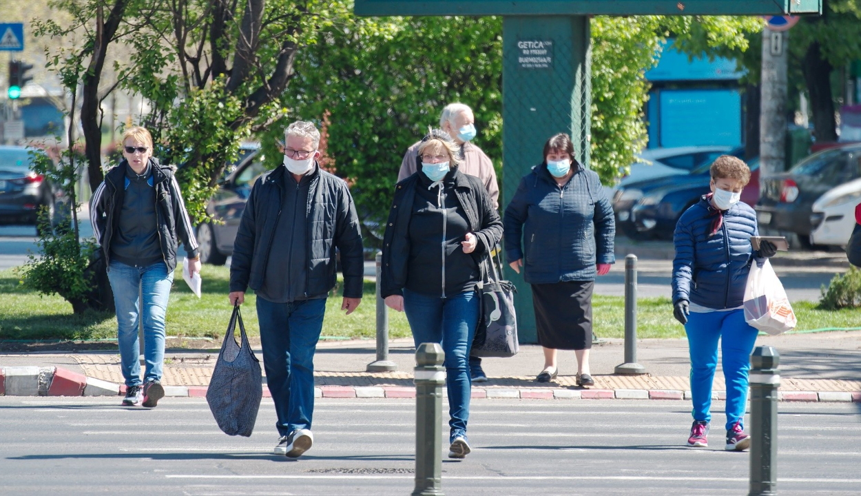 Kötelezővé teszik a maszkviselést Bukarestben az óváros sétálóutcáin, buszmegállókban, piacokon