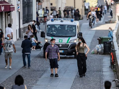 Gyorsítják az óvintézkedések feloldását, majdnem mindent újranyitnak Olaszországban