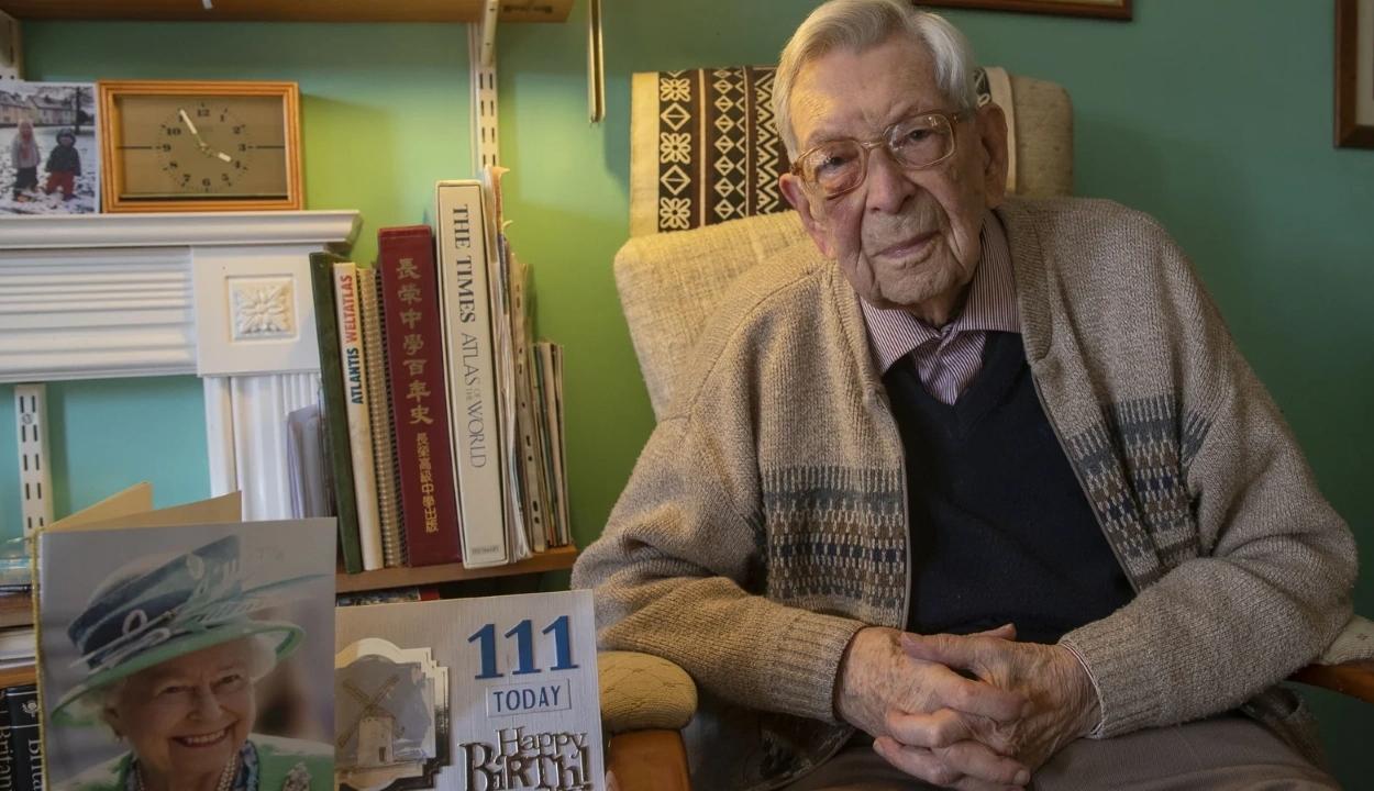 Elhunyt 112 évesen a világ legidősebb férfija
