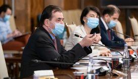 Orban: június elsejére az egészségügyi maszkoknak az iskolákban kell lenniük