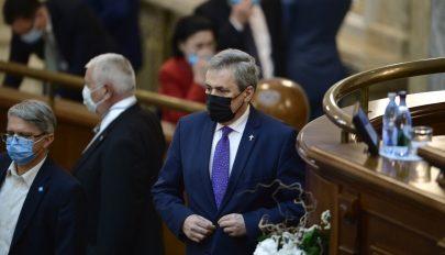 Elfogadta a szenátus a Marcel Vela belügyminiszter ellen benyújtott egyszerű indítványt