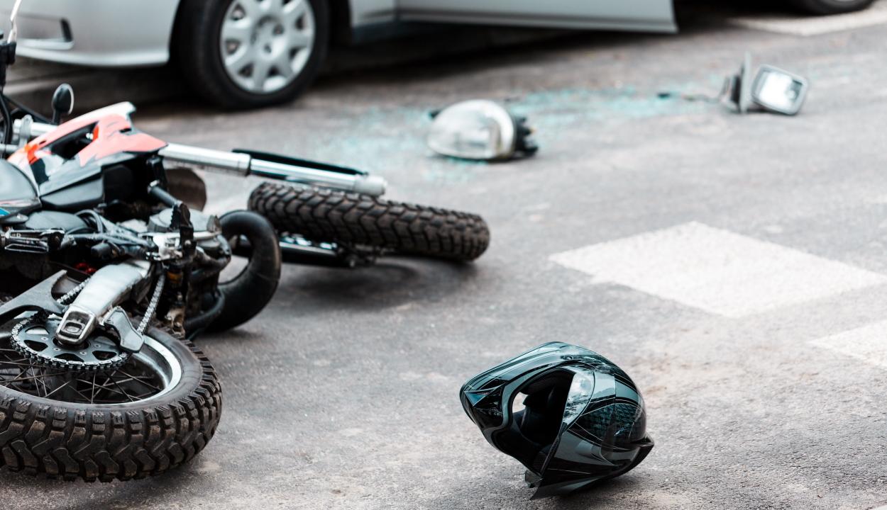 Motorost ütöttek el az Olt-híd melletti körforgalomban