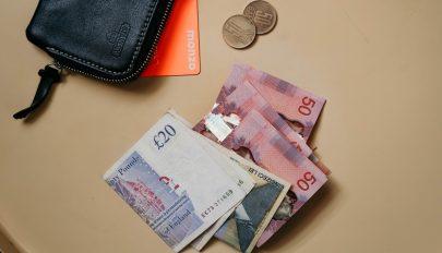 Továbbra is gyengül a lej árfolyam az euróval szemben. Meddig tarthat ez a folyamat?