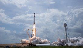 Felbocsátották a SpaceX űrhajóját két asztronautával a fedélzetén