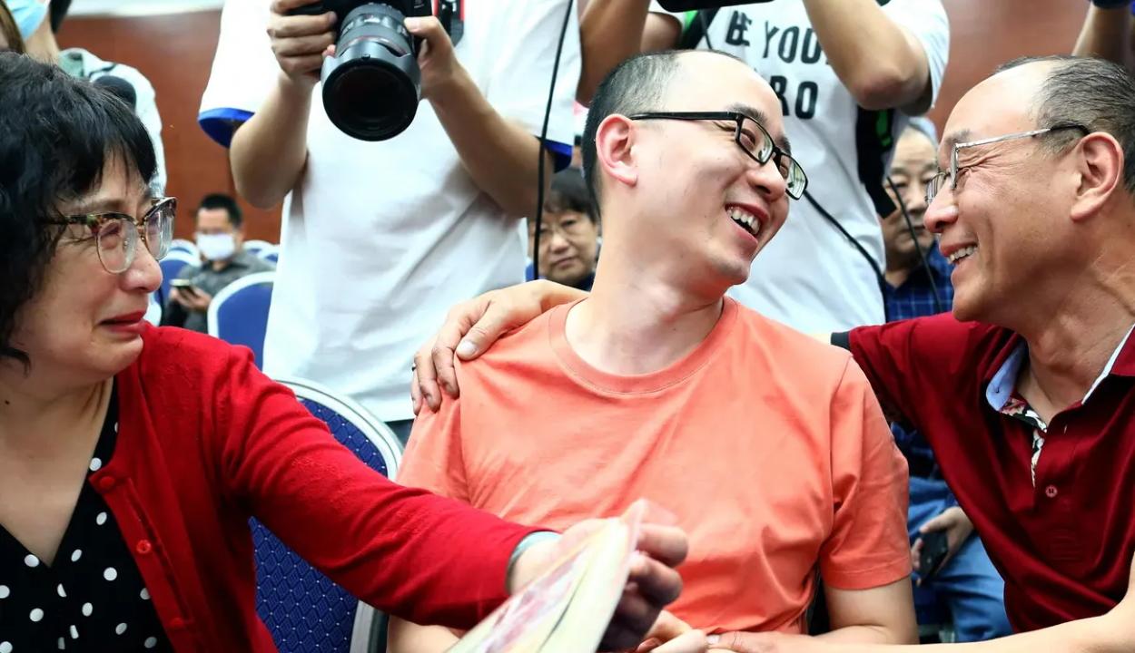 Harminckét év után találta meg elrabolt fiát egy kínai pár