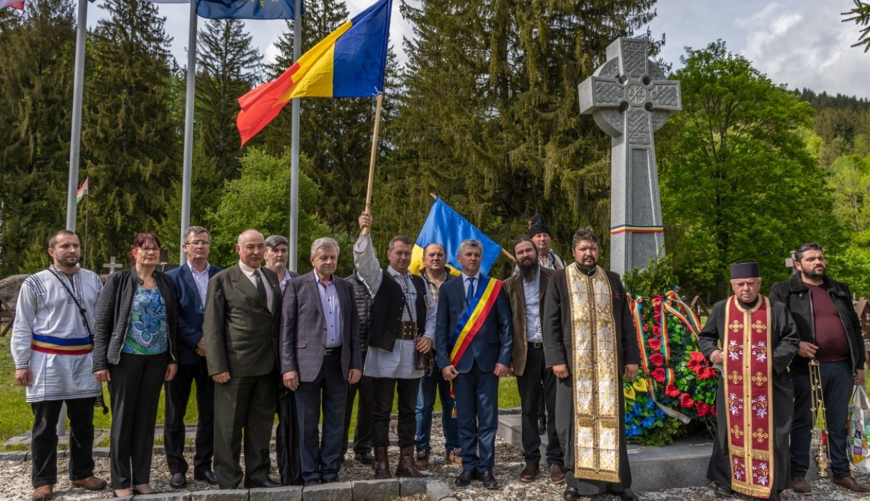 Román nacionalisták közel százfős csoportja ünnepelt az úzvölgyi katonatemetőben