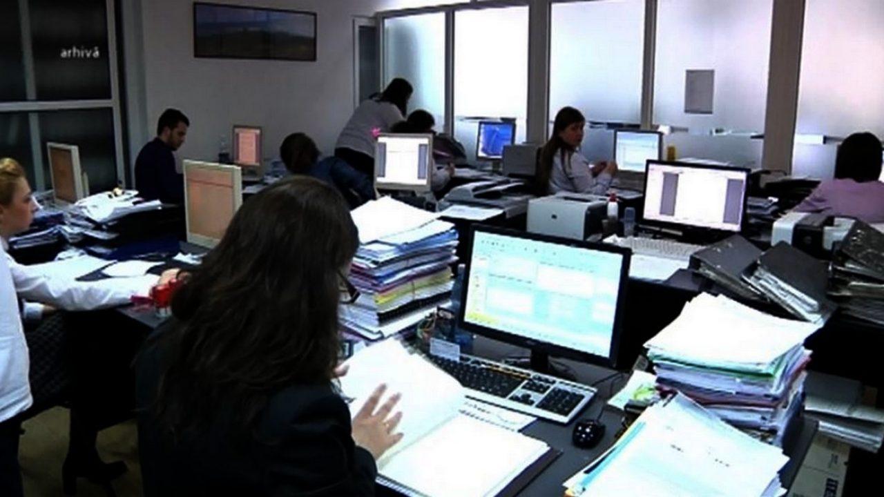 Hatalmas teher a közalkalmazottak bérezése